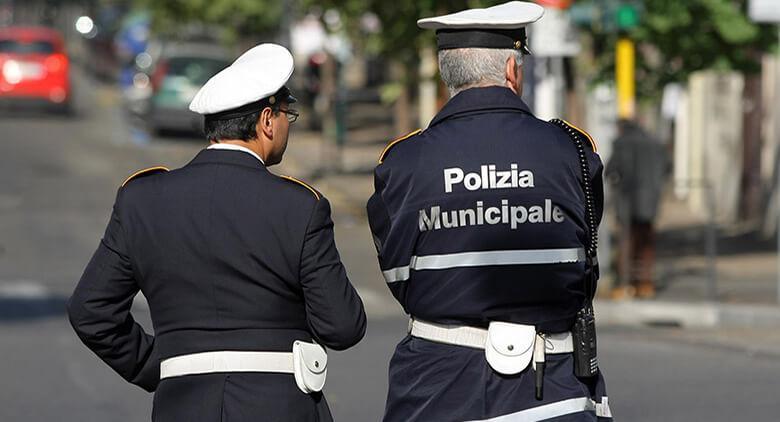 Vigili urbani a Napoli