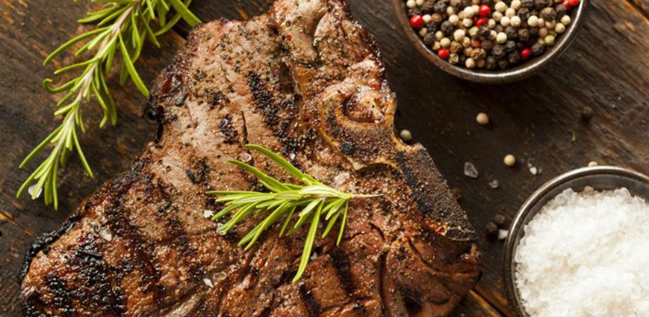 La bistecca de Il buono, il brutto, il cattivo a Napoli