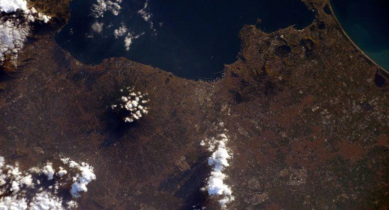 immagine del Vesuvio dal satellite