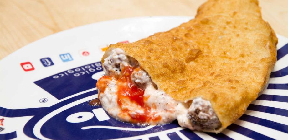 Die gebratene Pizza von Zia Esterina in Neapel