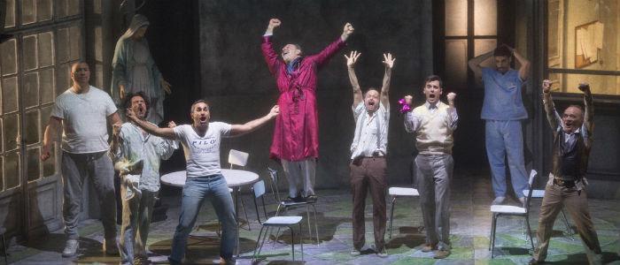 Daniele Russo ed il cast di Qualcuno volò sul nido del cuculo