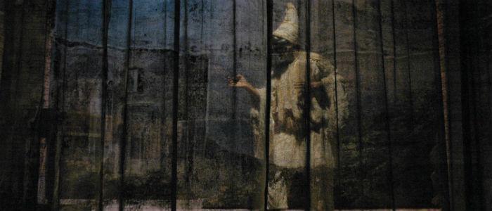 Le statue movibili al Piccolo Bellini di Napoli