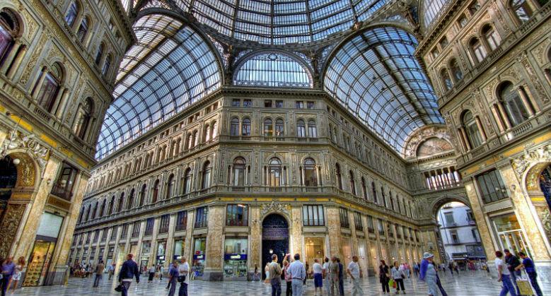 Interno della Galleria Umberto I a Napoli