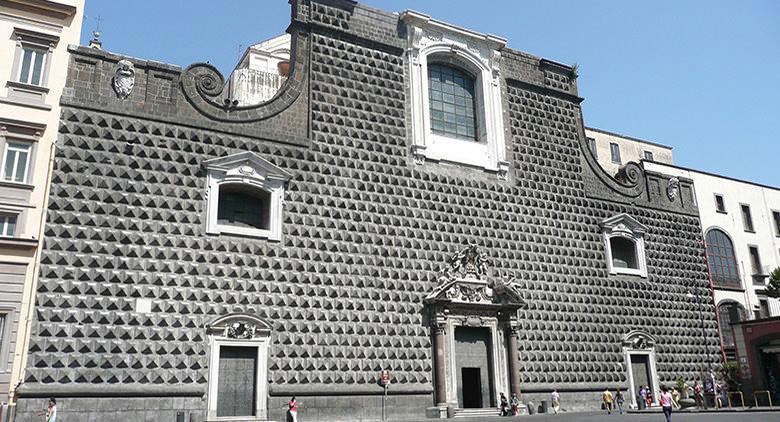 Facciata esterna della Chiesa del Gesù Nuovo a Napoli