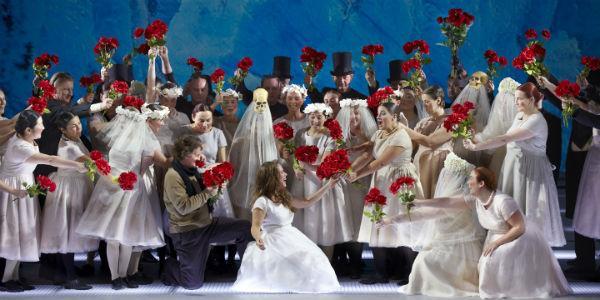 Una scena di Luisa Miller al Teatro San Carlo di Napoli