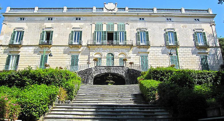 Facciata esterna museo Duca di Martina in Villa Floridiana