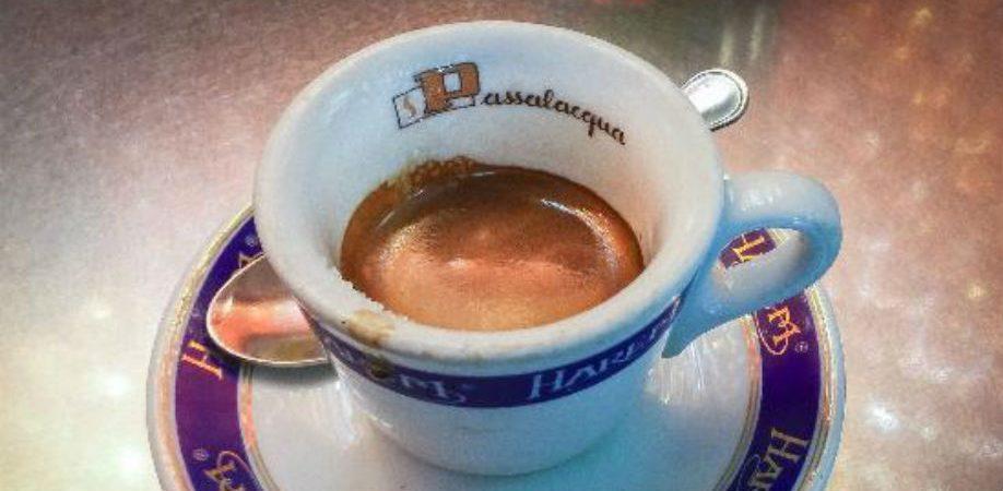 Der Kaffee der Mexico Bar in Neapel