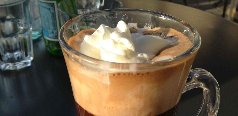 El café del profesor en Nápoles