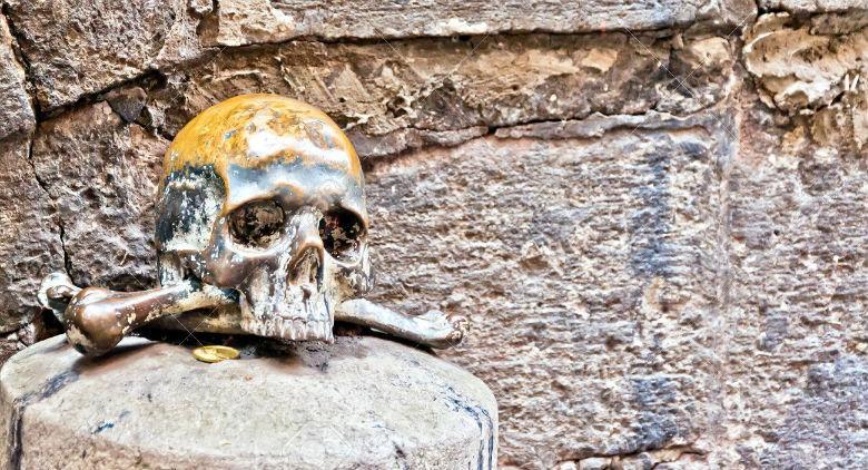 Fantasmi a Napoli, percorsi tra esoterismo e sacralità