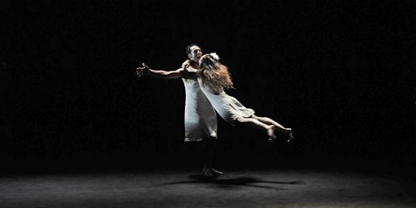Una scena dello spettacolo Le sorelle Macaluso al Teatro Stabile di Napoli