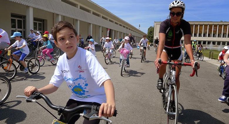 Bambini in bici alla Mostra d'Oltremare di Napoli