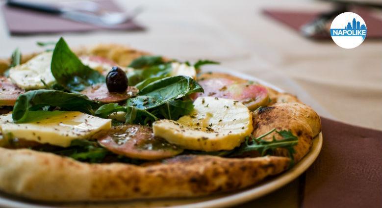 pizza alla pizzeria lazzari felici san giorgio a cremano