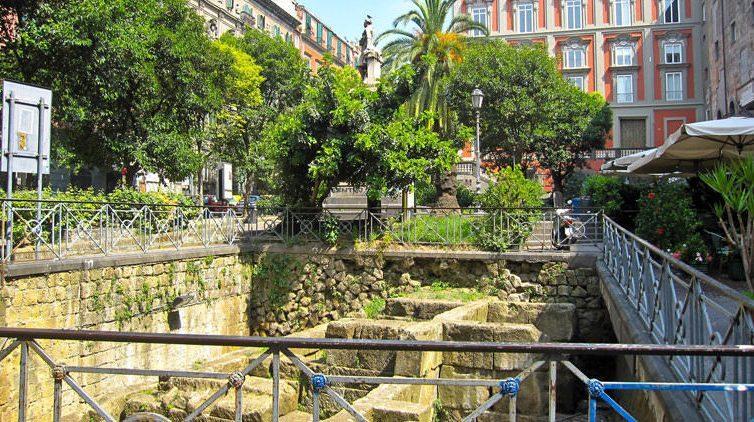 Mura greche a Piazza Vincenzo Bellini a Napoli