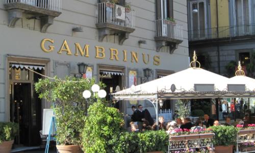 Bar Gambrinus, sfiorata tragedia per caduta calcinacci
