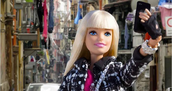 Barbie ai Quartieri Spagnoli di Napoli