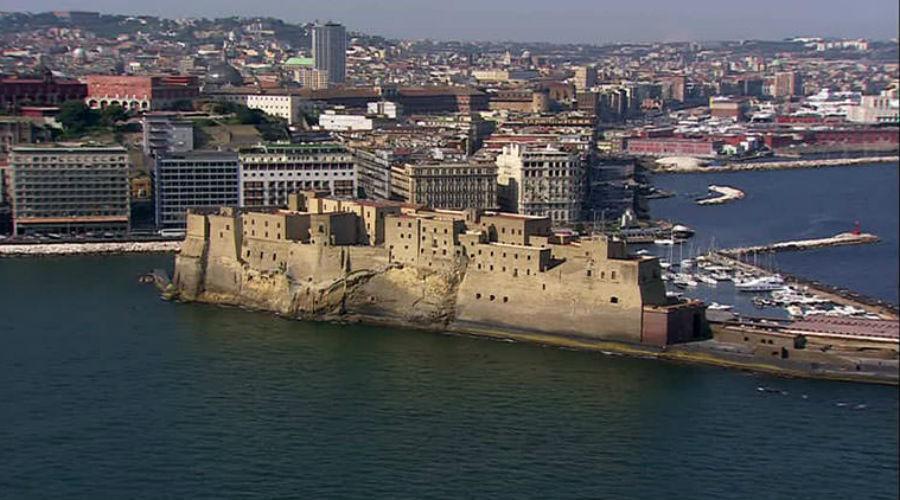 Borgo Santa Lucia a Napoli