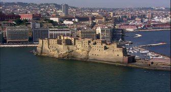 Il Borgo Santa Lucia a Napoli