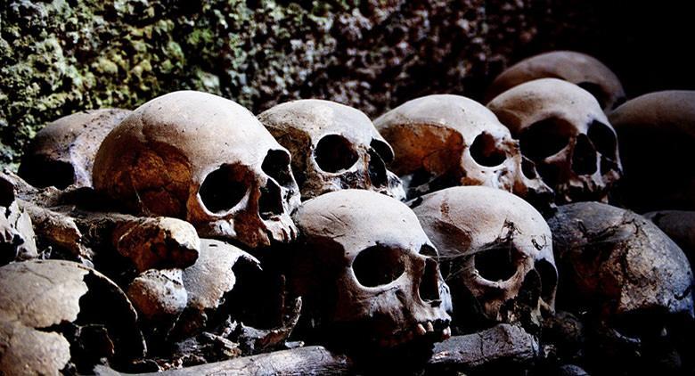 Interno del cimitero delle Fontanelle a Napoli