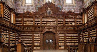 Biblioteca del Complesso dei Girolamini a Napoli