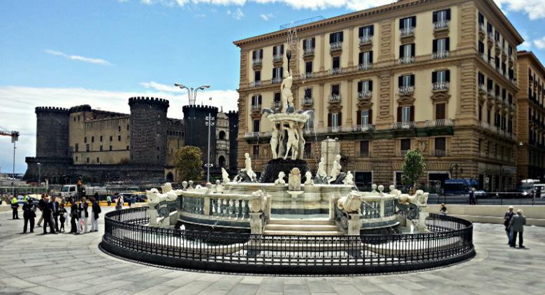 Fontana del Nettuno in piazza Municipio a Napoli