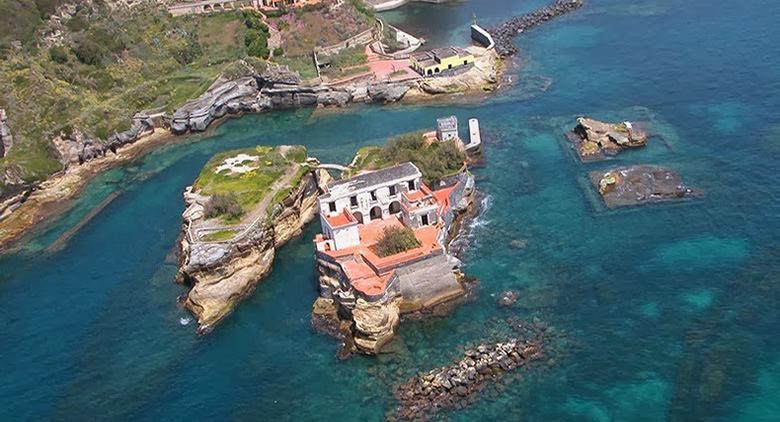 Area protetta del parco sommerso di Gaiola a Napoli