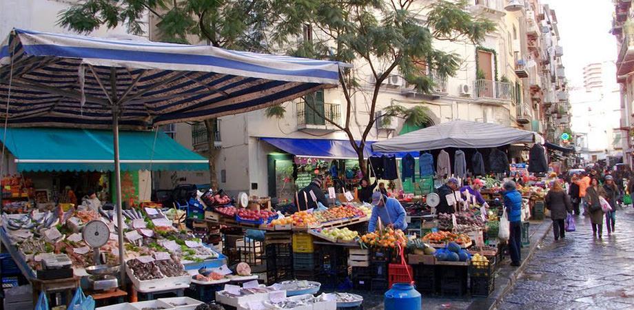 Mercato alla Pignasecca a Napoli