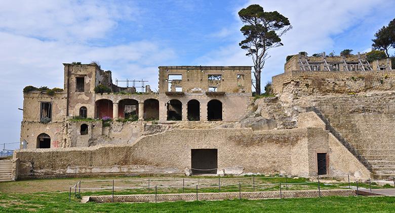 Villa del cavaliere romano al Parco Archeologico el Pausilypon a Napoli