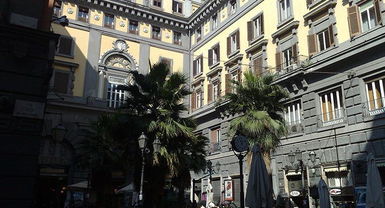 Facciata esterna Teatro Augusteo Napoli