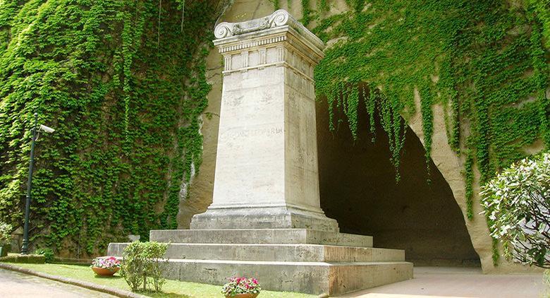 Risultati immagini per Crypta Neapolitana e il Parco Vergiliano