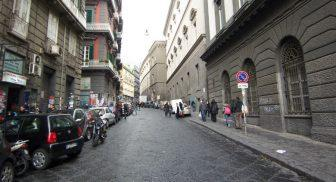 Via Mezzocannone a Napoli