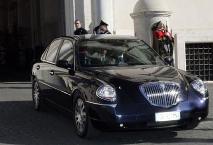 Campania: assessore al Welfare vende le auto blu
