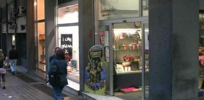 La libreria loffredo chiude la sede storica di via kerbaker for Libreria bianca economica