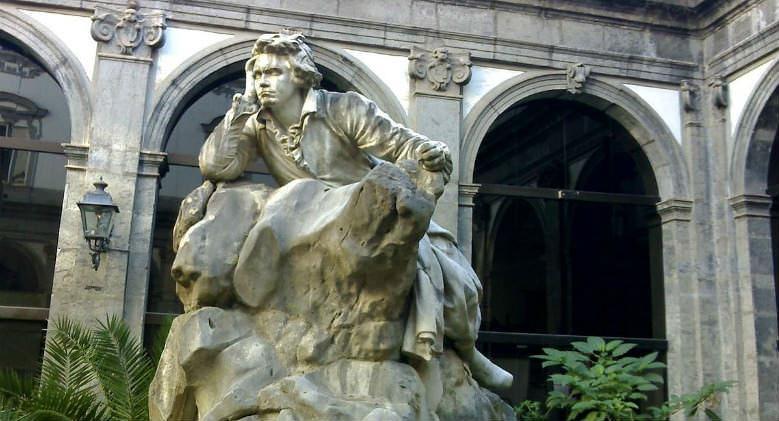 Statua di Beethoven nel chiostro del Regio Conservatorio di musica di San Pietro a Majella a Napoli
