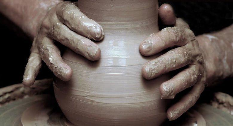 lavorazione vaso in terracotta