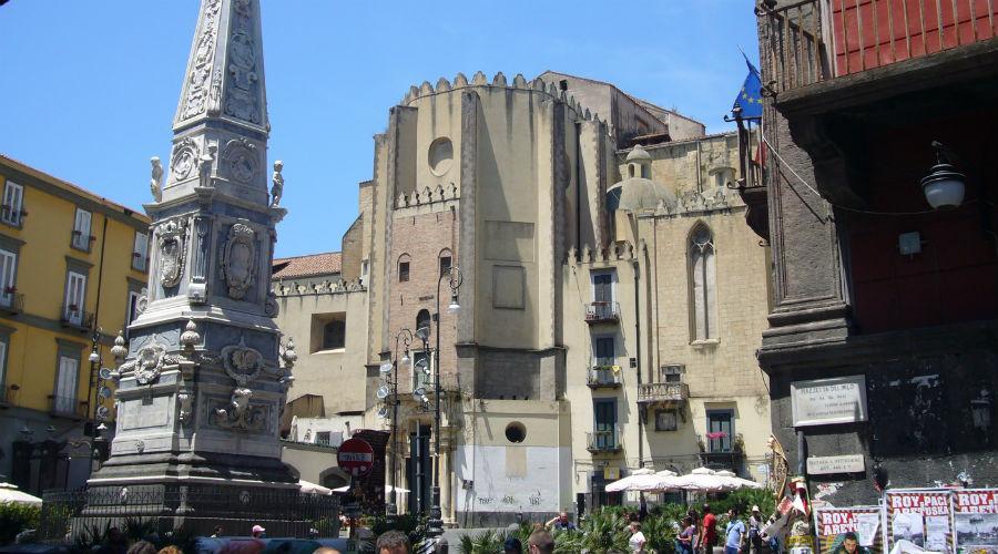 Piazza San Domenico Maggiore Napoli