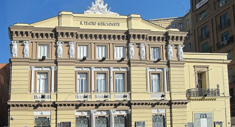 Facciata esterna del Teatro Mercadante (Stabile) a Napoli