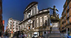 ساحة سان غيتانو في نابولي