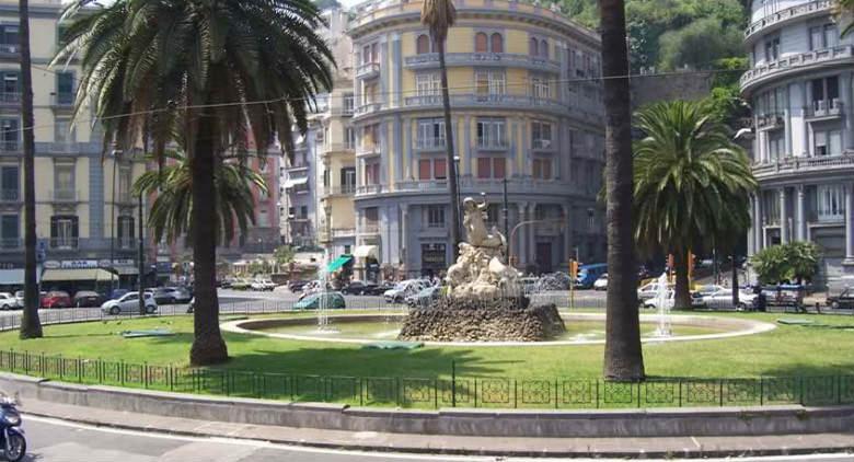 Fontana della sirena Parthenope in Piazza Sannazzaro a Napoli