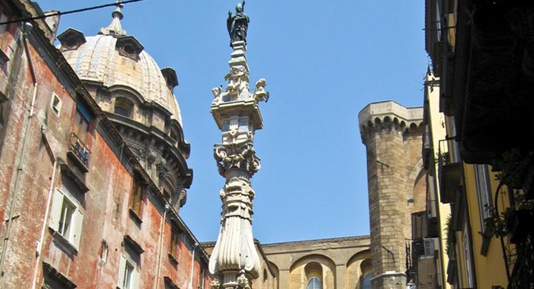 Piazza Sisto Riario Sforza a Napoli