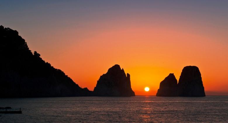faraglioni al tramonto