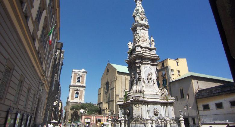 Il Business Insider e gli stereotipi su Napoli: nessuno vuole visitarla