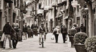 Via Chiaia a Napoli