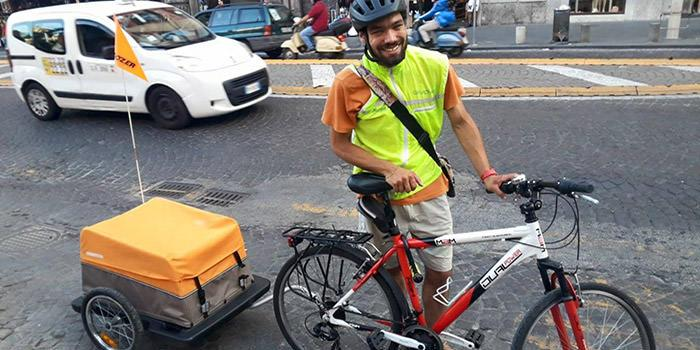 Marcello Santojanni bike messenger a Napoli
