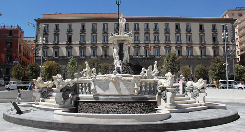 Piazza del Municipio a Napoli