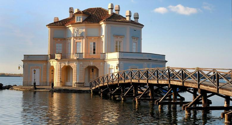 Casina Vanvitelliana al Lago Fusaro (Bacoli, Napoli)