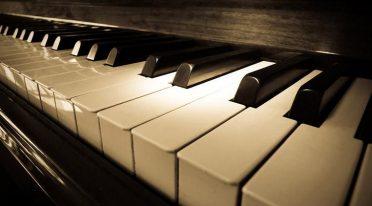كلمات غنائية في نابولي مع السوبرانو والبيانو