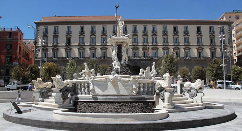 Piazza Municipio a Napoli