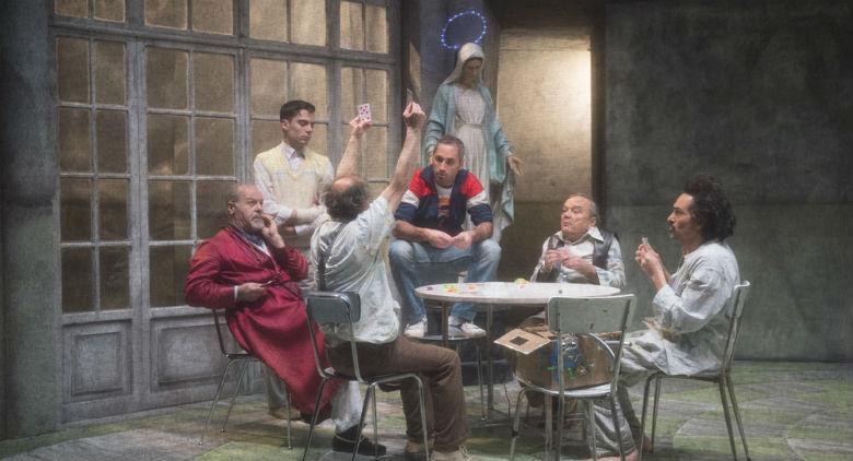 Una scena dello spettacolo Qualcuno volò sul nido del cuculo di Alessandro Gassmann