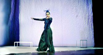 Sabina Guzzanti in Come ne venimmo fuori al Teatro Bellini