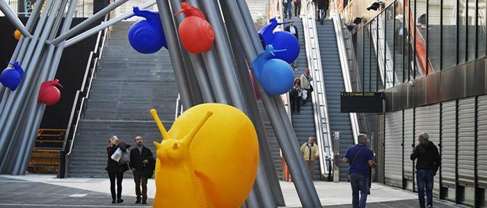 Lumache colorate a Piazza Garibaldi a Napoli